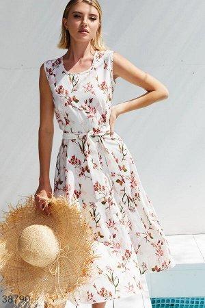 Светлое платье с цветочным принтом