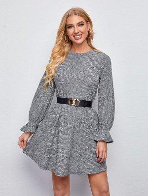Трикотажное платье с оригинальным рукавом без пояса
