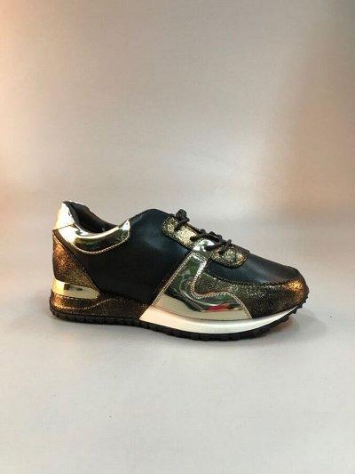 Обувь для мужчин и женщин плюс остатки склада. Наличие — Кроссовки женские от 430 рублей