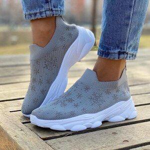 Кроссовки Женские кроссовки отличного качества, выполнены из прочного текстильного материала. Кроссовки идеально подойдут для занятия спортом, ежедневных прогулок и повседневной носки.
