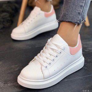 Кроссовки Женские кроссовки – это универсальная обувь, которая делает трендовым любой образ, добавляя ему яркости и смелости. Модные женские кроссовки – это эффектная пара обуви, которая найдет место