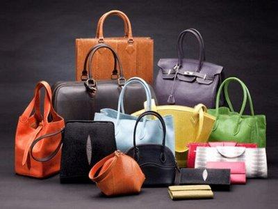 Защитные респираторы, одежда, косметика, люстры — Сумки, аксессуары и обувь