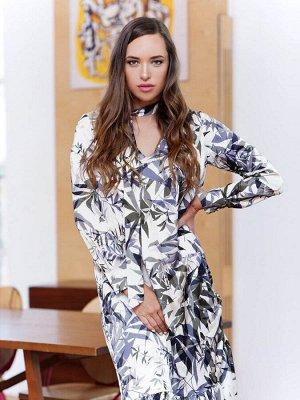 Платье на подкладе, длиной миди с V-вырезом и кулисой по боковым швам. Цвет кремовый принт листья
