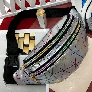 Поясная сумочка Jetem из мягкой эко-кожи серебристого цвета.