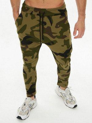 Трикотажные брюки зауженные камуфляжного цвета