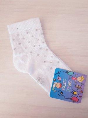 Белые носочки с серебристыми горошками
