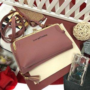 Театральная сумочка с кармашком на застёжке-поцелуйчике Mex_Roma пудрового цвета.