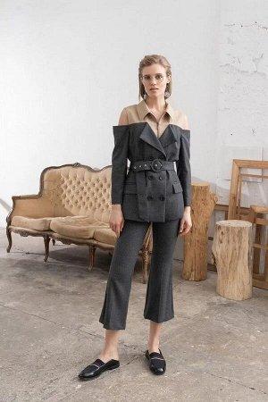 Жакет Жакет женский, из костюмно-плательной ткани, полуприлегающего силуэта, верхняя часть жакета с застежкой на тесьму-молнию, расположенную по центру переда, нижняя часть жакета со смещенной бортово