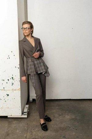 Жакет Жакет женский, из костюмно-плательной ткани, полуприлегающего силуэта, со смещенной бортовой застежкой на две петли и пуговицы. На правой части переда соответственно расположению петли пришиты о