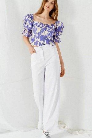 Блуза 100% хлопокБлуза женская с квадратным вырезом лифа. Перед разрезной с рельефами и застежкой на навесные петли-пуговицы. Верх и низ рукава со сборкой на резинку. Спинка разрезная с рельефами. Ром