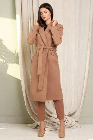 Пальто полиэстер 95%, лайкра 5%Пальто  свободного силуэта  с центральной застежкой на кнопки, по переду верха полочке накладные карманы с клапаном, в боковых швах карман. Воротник рубашечного типа, сп