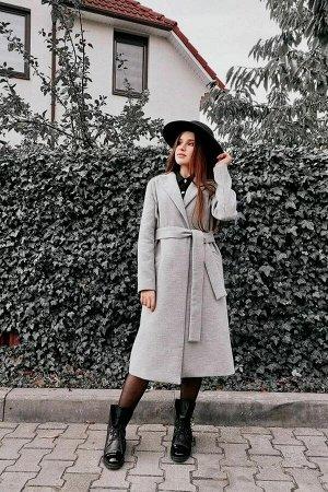 Пальто 95% полиэстер, 5% лайкраЖенское пальто прямого силуэта, на подкладке, без утеплителя, с центральной застежкой на петли-пуговицы. Воротник-стойка, перед с вертикальными рельефами и настрочными н