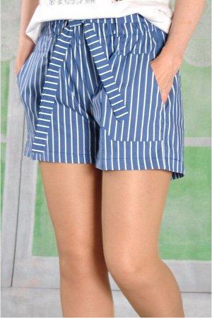Шорты Плотные шорты в полоску широкого кроя со слегка заниженной посадкой.С рабочими карманами спереди и съемным поясом из основной ткани.     размер 42 об.талии 62 об.бедер