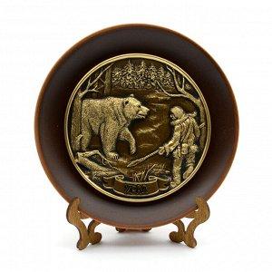 """Барельеф на тарелке """"Медведь и охотник"""" 155*155мм."""