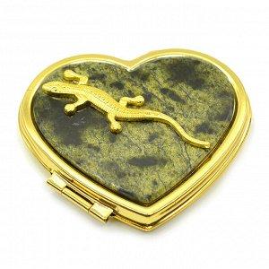 Зеркало с накладкой из змеевика сердце 70*64*12мм с ящеркой, золотистое