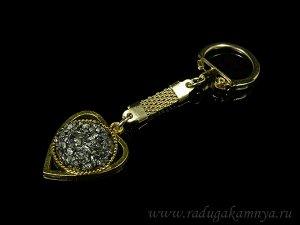Брелок на металлической основе с пиритом сердечко 25*30мм цв.золотистый.