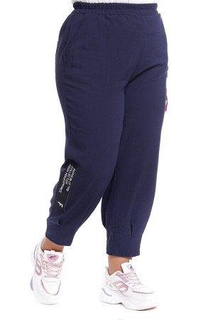 """Брюки-5375 Модель брюк: Джоггеры; Материал: Искусственный шелк; Цвет: Синий; Фасон: Костюм; Параметры модели: Рост 173 см, Размер 54 Брюки """"бананы"""" с нашивками синие Длина изделия 50 размера по спинке"""