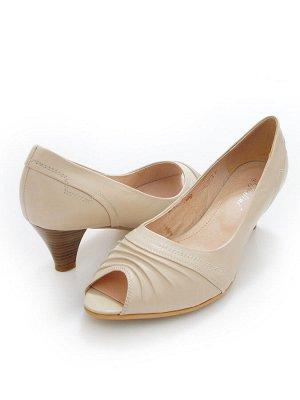 Туфли Страна производитель: Россия Размер женской обуви x: 40 Полнота обуви: Тип «G» Сезон: Лето Тип носка: Открытый Форма мыска/носка: Закругленный Каблук/Подошва: Каблук Высота каблука (см): 5 Матер