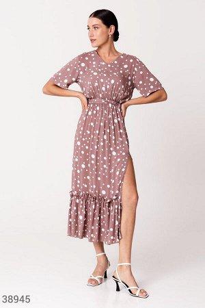 Кофейное платье с разрезом