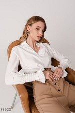 Романтичная белая блуза