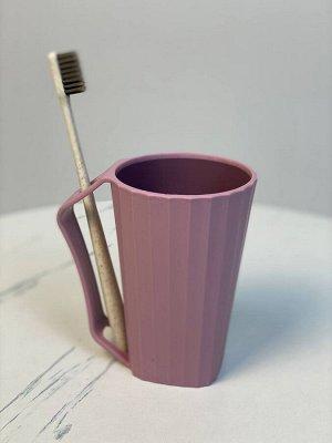 Стакан для зубных щеток и пасты.