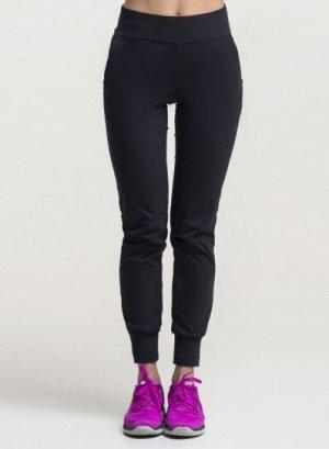 Брюки /черный Состав: 96% Polyamide, 4% Elastane брюки зауженные, на поясе и манжете. Материал: Honiara - современная, эластичная и легкая ткань, которая имеет хорошие изоляционные качества и регулиру