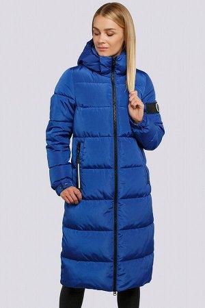 Ярко-синий Женские длинные пальто на синтепухе являются настоящим трендом зимнего сезона. Удобное пальто прямого силуэта. Центральная застежка  и боковые карманы на «молнии». На левом рукаве оригиналь