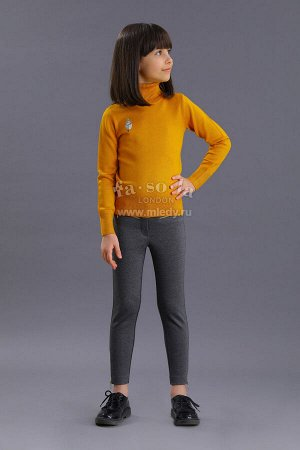 Джемпер Ткань: Пряжа вискозная Состав: 85%вискоза, 15%полиамид Теплый, удобный и комфортный в носке свитер для девочки. Высокий узкий воротник максимально защищает шею девочки от ветра или сквозняка