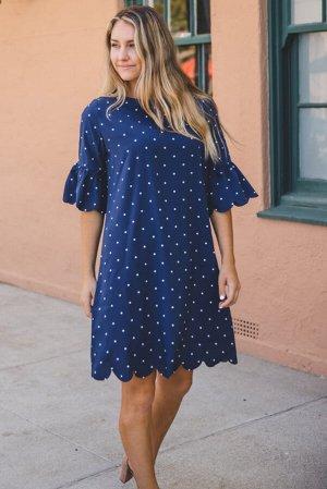Синее платье в горошек с закругленными краями