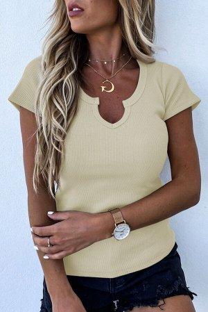 Желтая футболка в рубчик с фигурным вырезом