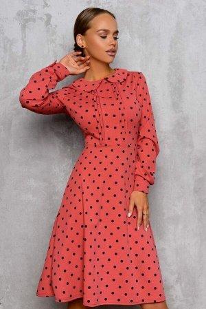 Платье Платье приглушенного кораллового цвета.- идеальный вариант встретить новый сезон. Принт горох просто образец женственности и элегантности. Округлый отложной воротничок и собранный на декоративн