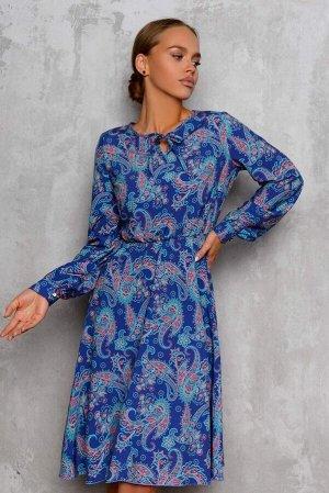 Платье Платье с расклешенной юбкой в различных синих оттенках смотрится очень изысканно. Особенность данной модели в том, что талия собрана на резинку для идеальной посадки по фигуре. Универсальный фа