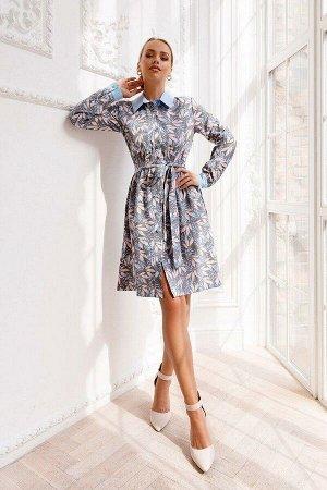 Платье Платье-халат из лёгкого текстиля выполнено в нежных, нюдовых оттенках с изящным, природным узором. Маленькие пуговки по переду, отложной воротничок и манжеты небесного цвета придают образу особ