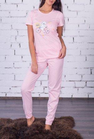 Пижама Ткань: Трикотажное полотно Состав: 100% хлопок Цвет: Розовый Год: 2021 Страна: Россия Пижама из приятного к телу трикотажного полотна, выполнена в нежнейшей цветовой гамме. Пижама состоит из фу