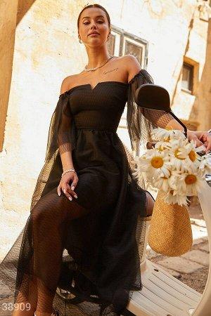Эффектное платье с открытыми плечами