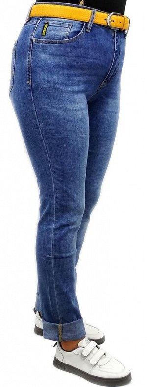 Джинсы Тип посадки: средняя; заужены к низу; Детали: застежка на молнию и пуговицу, три кармана спереди и два сзади, шлевки для ремня; Длина изделия (36 размер) по внешней стороне ок. 112 см.; Материа