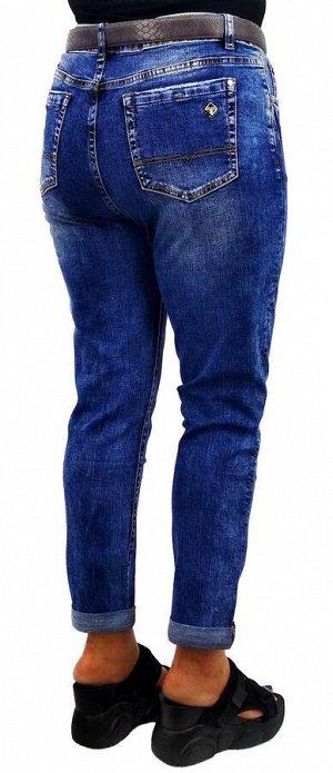 Джинсы Тип посадки: средняя; заужены к низу. Детали: застежка на молнию и пуговицу, два кармана спереди и два сзади, шлевки для ремня;декоративные потертости;  Длина изделия (36 размер) по внешней сто