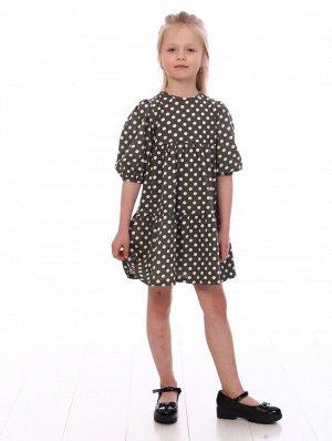 Платье Цвет: хаки; Состав: Хлопок 100%; Материал: Кулирка Оригинальное платье в горошек на девочку из 100% хлопка. Модель прямого свободного кроя с кокеткой, снизу широкая оборка, короткие рукава небо
