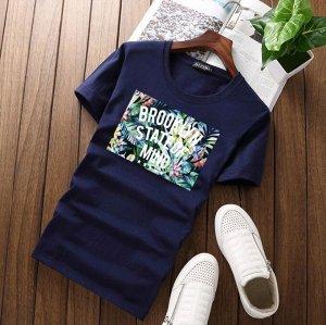 """Мужская футболка, принт """"Тропический"""", с надписью, цвет синий"""