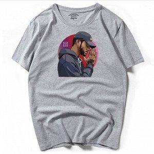 """Мужская футболка, принт """"Темнокожий мужчина в кепке"""", цвет серый"""