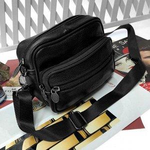 Мужская сумка Mustang_Horse из мягкой натуральной кожи с ремнем через плечо чёрного цвета.