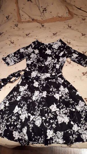 Платье в ретро стиле с рукавами средней длины Цвет: ЧЕРНЫЙ (БЕЛЫЕ ЦВЕТЫ)