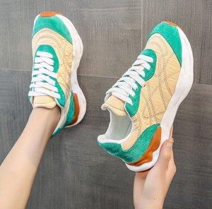 Женские кроссовки, с изумрудными вставками, цвет бежевый