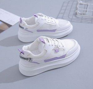 Женские кроссовки, с фиолетовыми вставками, с надписью, цвет белый