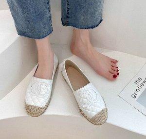"""Женские лоферы, с плетеным носком, принт """"Два кольца"""", цвет белый"""