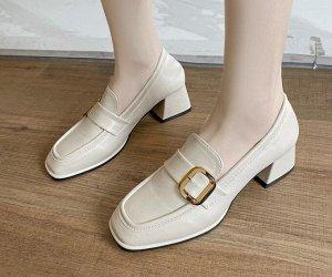 Женские туфли, с фурнитурой, цвет бежевый