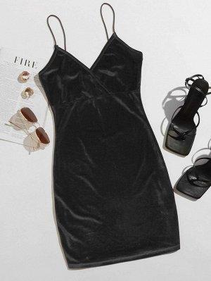 Однотонное облегающее бархатное платье