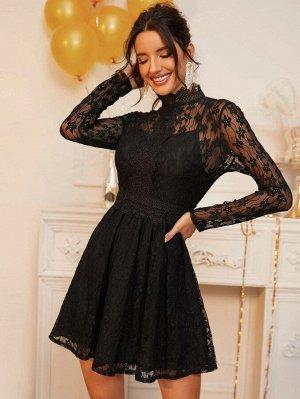 Кружевное платье с высоким вырезом