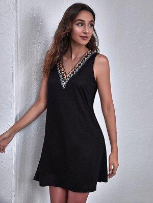 Платье с v-образным воротником