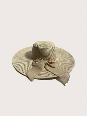 Соломенная шляпа с бантом и с широкими полями